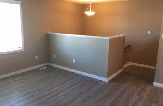 Newly Renovated – Pet friendly Duplex