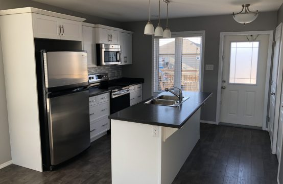 Newer 3 Bedroom Main Floor in Warman