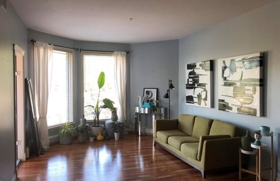 2 bed 2 bath condo on Sask Cres W