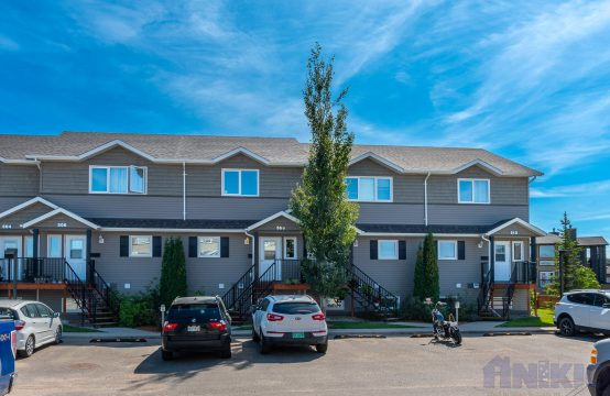 3-Bedroom Family-Friendly Townhouse Across from Schools